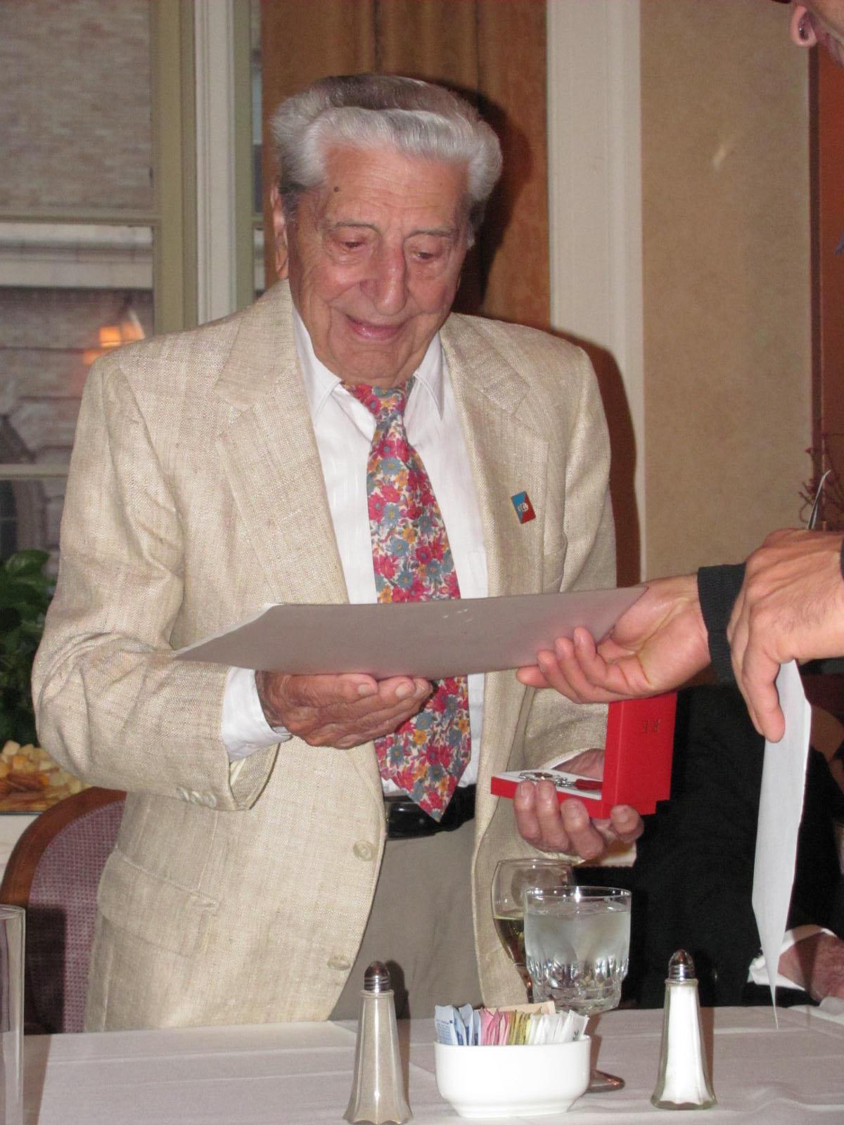 Tony Stefanelli receiving award.jpg