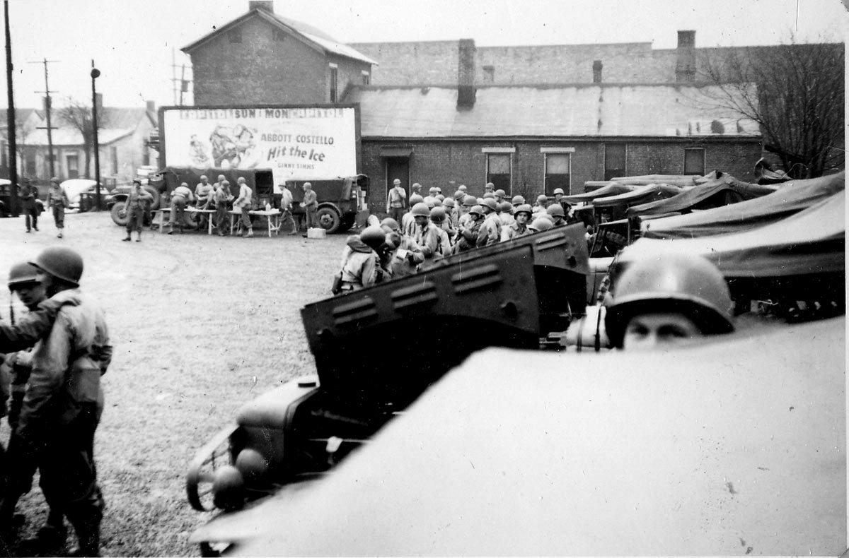 253rd Engr Nashville-lunch on manuvers 1944.jpg